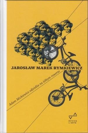 zdjęcie Adam Mickiewicz odjeźdża na żółtym rowerze